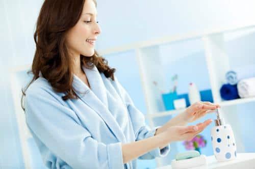 4 lưu ý sử dụng nước rửa vệ sinh phụ nữ hiệu quả, an toàn cho chị em