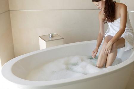 Mách nhỏ chị em cách dùng dung dịch vệ sinh phụ nữ an toàn