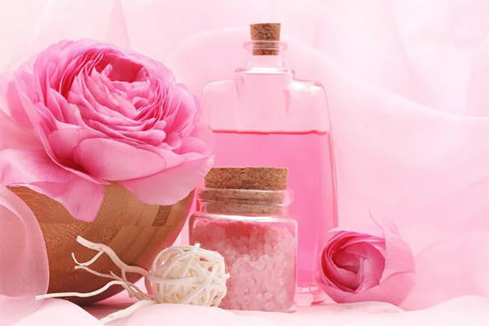Tìm hiểu về dung dịch vệ sinh phụ nữ hoa hồng