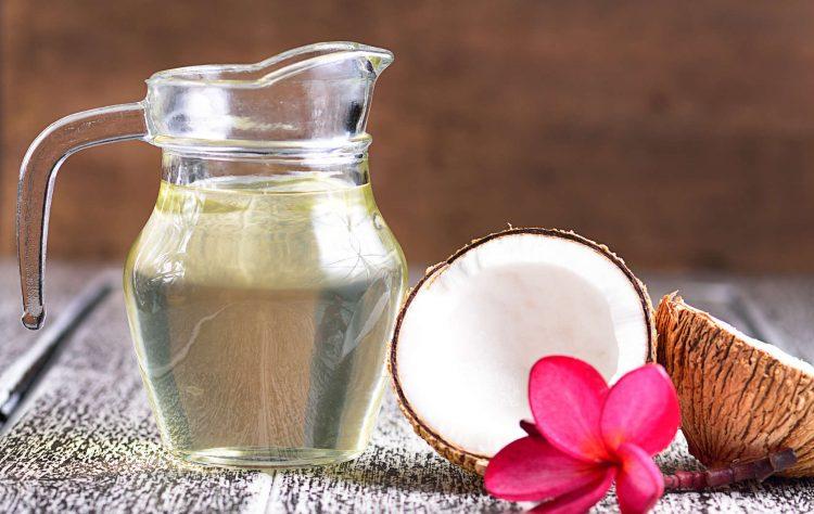 Cách làm hồng cô bé bằng dầu dừa đơn giản, hiệu quả nhất